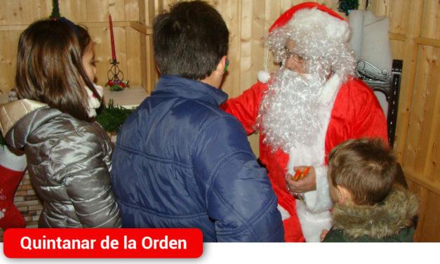 Papá Noel recibe a los niños de Quintanar en su caseta de la Plaza del Ayuntamiento