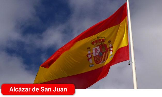La familia de los Cuerpos y Fuerzas de Seguridad de Alcázar de San Juan, protagonistas en el Día de la Constitución
