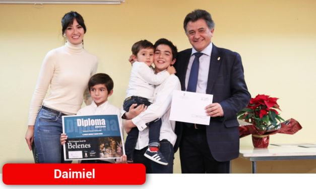 Carlos, Gonzalo y Alonso Cejudo se llevan el primer premio de su categoría en el Certamen de Belenes