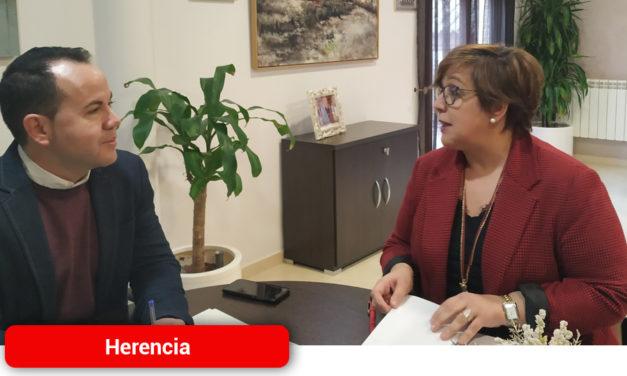 """El Gobierno regional asesora al Ayuntamiento de Herencia para declarar Bien de Interés Cultural las pinturas rupestres de """"La Rendija"""""""