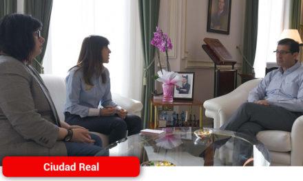 La Diputación patrocina la primera insignia de oro que entrega la Asociación de Periodistas de Ciudad Real