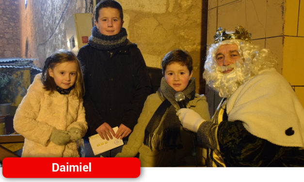 Los Reyes Magos visitaron el Belén Viviente