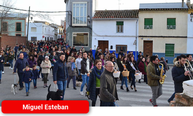 Bendición de animales, hoguera y baile para festejar San Antón en Miguel Esteban