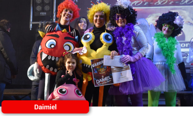 Decenas de máscaras y disfraces engrandecen un año más el 'Día del Río' del Carnaval de Daimiel