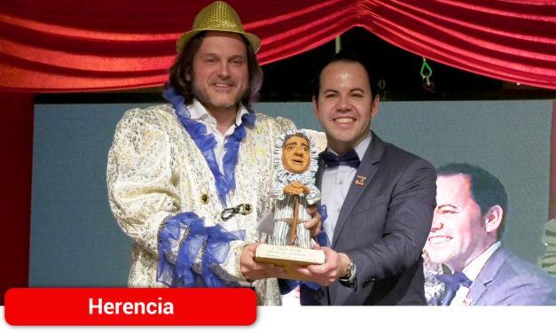 El malagueño Salva Reina inaugura el Carnaval de Herencia acompañado de música, baile y mucho humora