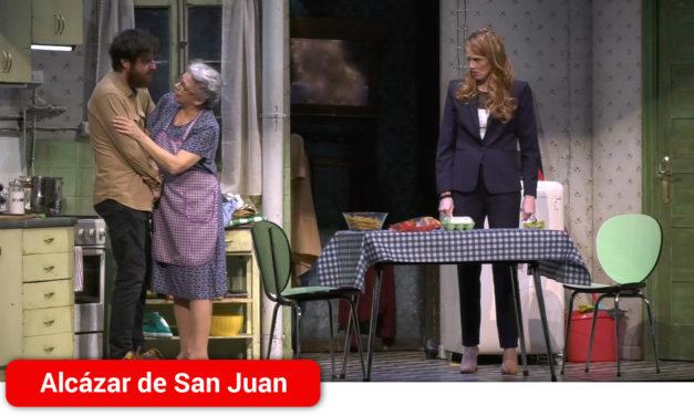 La obra 'Juntos' consigue el lleno absoluto con una gran comedia bañada de realidad en el auditorio de Alcázar de San Juan