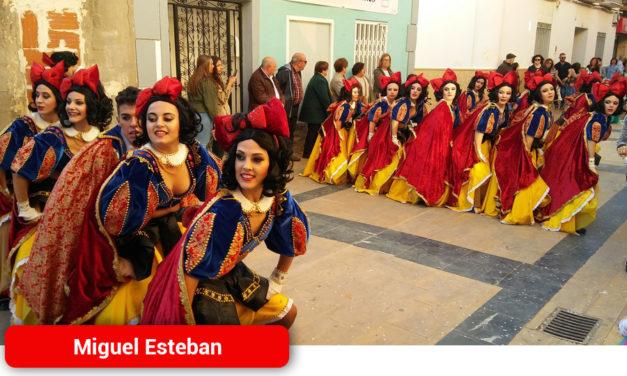 Más de 1.000 personas participaron en el Desfile Comarcal de Comparsas y Grupos de Miguel Esteban