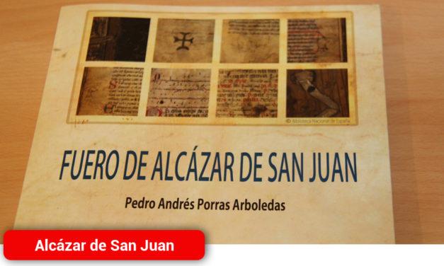 """Pedro Andrés Porras acerca a los lectores la legislación del """"Fuero de Alcázar de San Juan"""" del siglo XIII"""