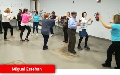 Una veintena de personas han participado en los talleres del baile de la Jota Pujada