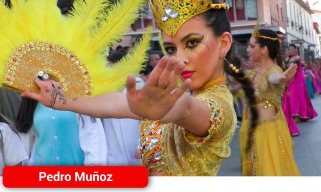 Las calles de Pedro Muñoz se visten de fiesta y color en el Gran Desfile de Grupos y Charangas del Carnaval 2020