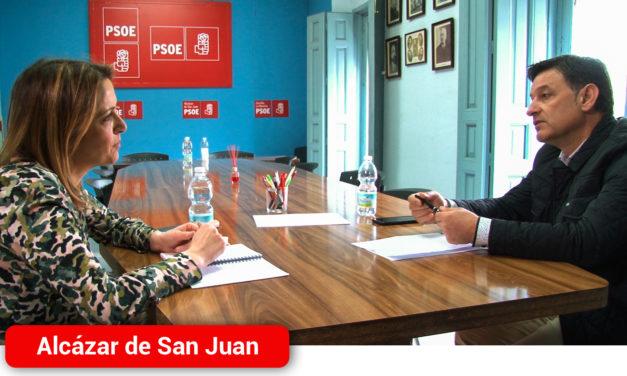 La eurodiputada socialista, Cristina Maestre, traslada el apoyo del partido al sector agrario
