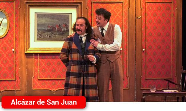 Delirante y gamberra, la irresistible obra 'La muerte de Sherlock Holmes' llena de carcajadas las tablas del Auditorio de Alcázar de San Juan
