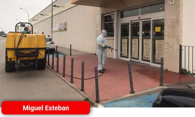 Miguel Esteban inicia una campaña de desinfección diaria del municipio contra el coronavirus