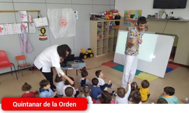 La Escuela Infantil Pim-Pon recibe la visita del odontólogo y la higienista dental para realizar un Taller de Salud Bucodental