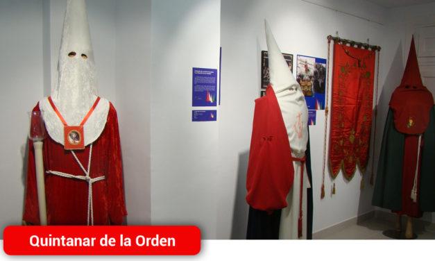Una exposición muestra la indumentaria de la Semana Santa quintanareña su historia y su evolución