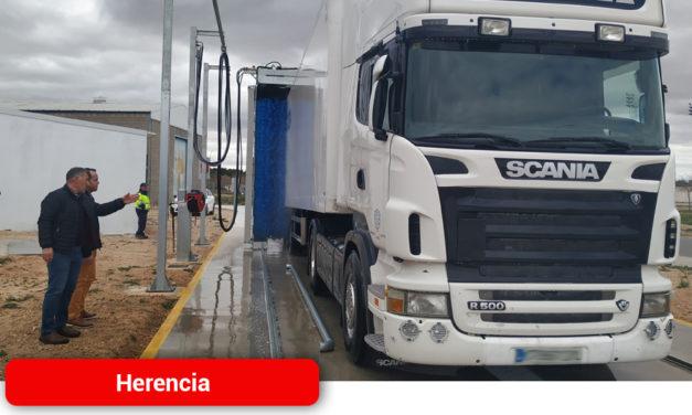 En funcionamiento el lavadero público de camiones de Herencia