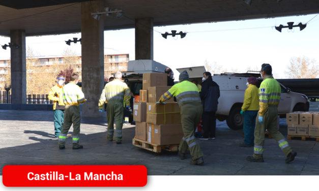 El Gobierno de Castilla-La Mancha realiza un nuevo envío con más de 686.000 de artículos de protección para los profesionales de los centros sanitarios de región