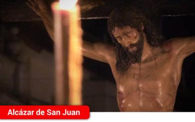 """La Hermandad de """"Los estudiantes"""" procesionó solemne en la noche del Martes Santo de 2018"""