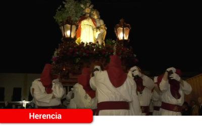 Con la mirada puesta en el cielo y los corazones llenos de incertidumbre por la lluvia, Herencia celebró su Procesión de Pasión el Jueves Santo de 2019
