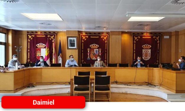 La patronal AEDA y el Ayuntamiento abordan ayudas directas para apoyar a los empresarios frente al Covid-19