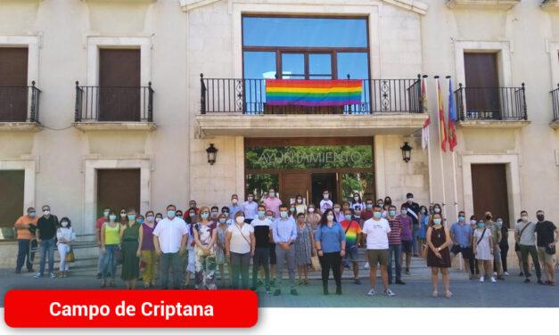 La localidad se suma a la conmemoración del Día del Orgullo LGTBI