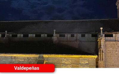 La Iglesia de la Asunción sufre un gran desprendimiento de tejas, piedras y elementos de obra sobre la vía pública