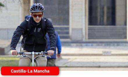 El triatleta Fernando Alarza apoya la iniciativa del Gobierno regional para fomentar el uso de la bicicleta