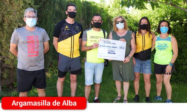 El Club de Atletismo entrega a la Asociación Brazos Abiertos 500 euros recogidos en la I Carrera Virtual 10k y 5k