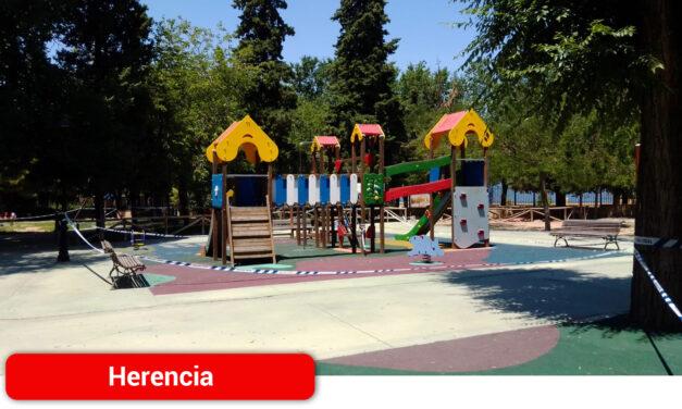 La localidad reabre sus parques infantiles bajo un protocolo diario de limpieza y desinfección
