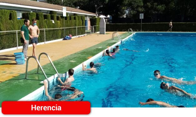Se inicia la temporada de cursos deportivos en la Piscina Muncipal
