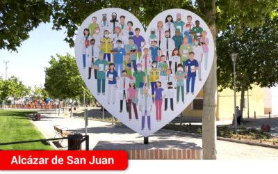 Inauguración del monumento homenaje al personal sanitario, un gran corazón que representa la lucha en primera línea de batalla contra la COVID-19