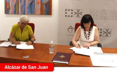 El Ayuntamiento y Afadis firman la renovación del convenio de colaboración para garantizar el transporte adaptado