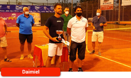 Ricardo Ojeda, ganador de la 20ª edición del Trofeo de la Uva y el Vino de Tenis