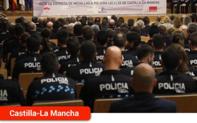 El Gobierno regional reconoce a 96 miembros de la Policía Local por su trayectoria