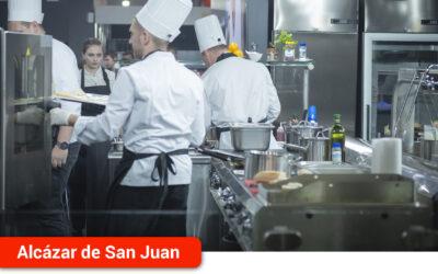 Cruz Roja está impartiendo un curso de cocina para 13 desempleados de la comarca