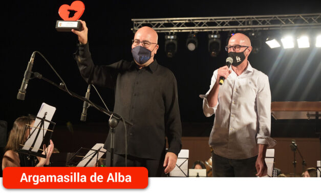 La localidad acoge el estreno mundial de 'Ave Fénix' de Ferrer Ferrán