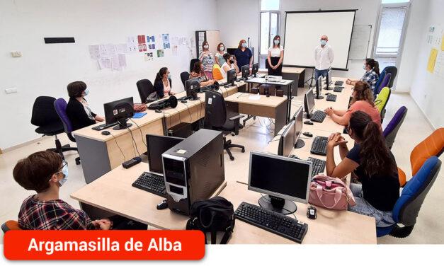 Ocho alumnas-trabajadoras inician la formación en Atención Sociosanitaria a Personas Dependientes