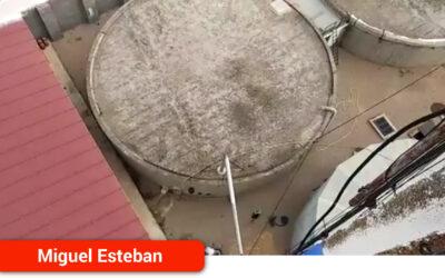 El Ayuntamiento lleva a cabo la desinfección y limpieza de los aljibes del suministro de agua
