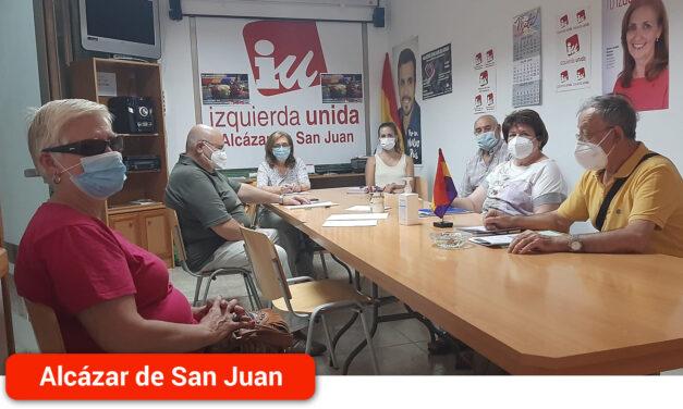 Izquierda Unida mantiene una reunión con la asociación Luz de La Mancha
