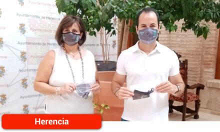 El Ayuntamiento repartirá mascarillas con el tradicional estampado del pañuelo de hierbas a través de la hostelería para conmemorar los días festivos