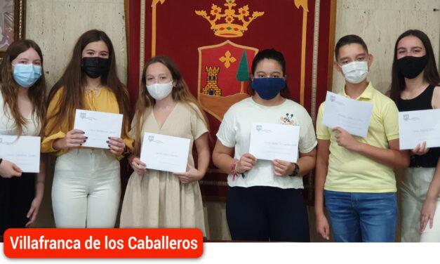 Entrega de premios a mejores expedientes del I.E.S. «La Falcata» y del C.P. «Miguel de Cervantes»