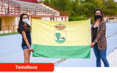 Laura Gallego felicita a la atleta Alicia Berzosa por su participación en el campeonato de España sub-23