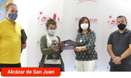 Firma de convenio entre el Ayuntamiento y la protectora de animales Animalcázar a la que se aporta una cuantía de 10.000 euros