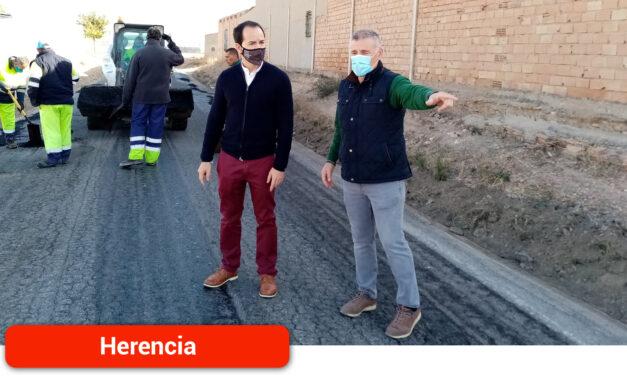 Se acondiciona la calle Mesones con el nuevo Plan de Asfaltado que incluye actuaciones en otros seis viales
