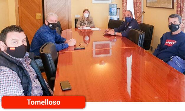 La alcaldesa de Tomelloso, Inmaculada Jiménez, se reúne con la Hermandad San Cristóbal para estudiar la festividad del próximo año