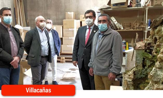 Javier Úbeda, Julián Martín y Jaime Martínez visitan Museo Etnográfico y Belenes Loesma