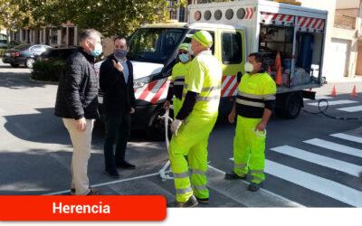 El Ayuntamiento de Herencia acomete mejoras de pintado en más de 1000 m2 de vial