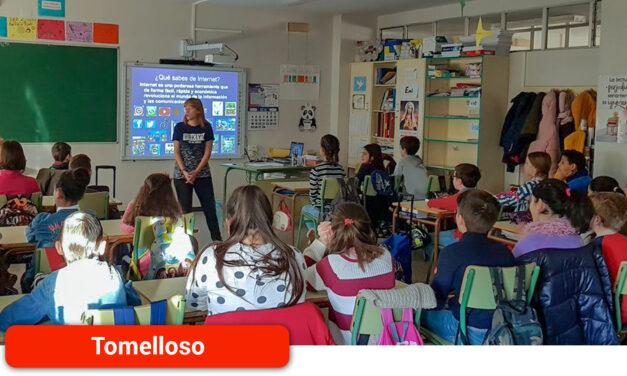 Centro de la Mujer y Asociación Punto Omega sensibilizan en centros escolares sobre uso responsable de nuevas tecnologías