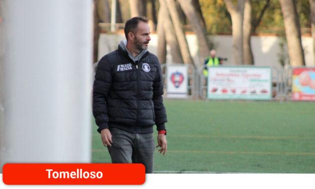 Juanjo Rodríguez, técnico del Atlético Tomelloso, valora el derbi contra el Sporting de Alcázar: «Nos ha sobrado corazón y ha faltado más cabeza»