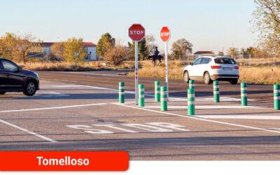 Nueva señalización en el cruce del camino del Cementerio con la C-400